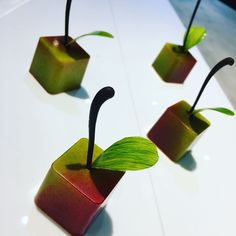 152 mentions J'aime, 2 commentaires – Tsz Chung Jacky (@jackylung0308) sur Instagram : « Apple in cube! Apple mint !#thepeninsulahongkong #nochocolatenolife #chocolateroom… »