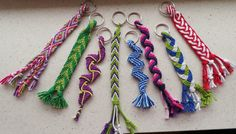 Yarn Bracelets, Micro Macrame, Key Chain, Loom, Knit Crochet, Braids, Knitting, Hair Styles, Bags