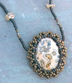 Bead a Casing Around a Cabochon - JEWELRY AND TRINKETS