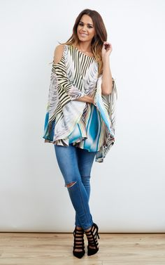 In beautiful colours, this sweet top looks great over jeans and heels, or shorts and sandals! Take your pick!
