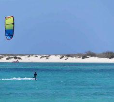 Erwan s'amuse au Cap-Vert avec sa Best Kiteboarding Roca 2017 !!!    Salomé Bossard  BEST kiteboarding France