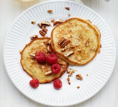 Gluten-free banana pancakes you can whip up in just 10 minutes! Scatter with pecans and raspberries to enjoy a low-calorie yet indulgent breakfast Low Calorie Breakfast, Diet Breakfast, Breakfast Recipes, Breakfast Ideas, Breakfast Pancakes, Bbc Good Food Recipes, Diet Recipes, Healthy Recipes, Healthy Breakfasts