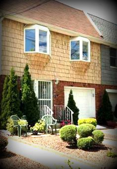 This Daily Sold Home is located in desirable Arden Heights. 722 Drumgoole Road West was sold by RealEstateSINY.com's Cynthia Dgheim for $508,000. www.realestatesiny.com #RealEstateSINY #StatenIsland #NewYork #RealEstate #DailySoldHome #ArdenHeights