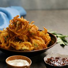 Cheese and Onion Bhaji The only cheese and onion bhaji recipe you'll ever need!<br> The only cheese and onion bhaji recipe you'll ever need! Onion Bhaji Recipes, Pakora Recipes, Samosa Recipe, Indian Food Recipes, Asian Recipes, Healthy Recipes, Healthy Food, Vegetarian Recipes, Indian Recipes