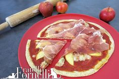 Tasteful #buckwheat #dough #Pizza with #ham, #gorgonzola and #apples, drizzled with #honey. #Italy #Recipe - Fratelli ai Fornelli