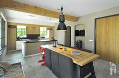 Eetkamer met aansluitend keuken. Decor, Corner Desk, Desk, Furniture, Kitchen, Home Decor