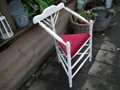 Oude Driepootstoel ~ 3-legged chair Restyled