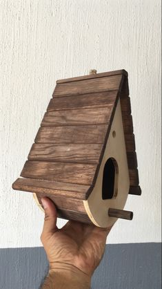 Bird House Plans 536772849341355378 - Source by Homemade Bird Houses, Bird Houses Diy, Bird House Feeder, Diy Bird Feeder, Bird Tables, Woodland House, Bird House Plans, Birdhouse Designs, Carpentry Projects