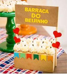 Barra do beijinho 🔥😘❤ Reposted from Inspire sua Festa - Inspiração fof. Fiesta Party, I Party, Party Time, Birthday Party Decorations, Birthday Parties, Ideas Para Fiestas, Cute Food, Luau, Diy And Crafts