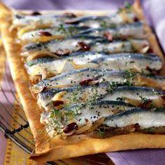 Pissaladière aux sardines marinées - Cuisine et Vins de France - http://www.cuisineetvinsdefrance.com/,pissaladiere-aux-sardines-marinees,24110,11385.asp
