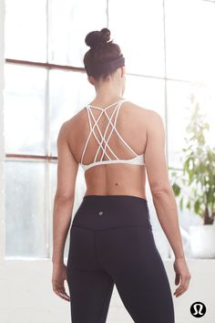 Bring The Zen lululemon's Fringe Fighter headband is made to wick away sweat, and keep pesky stray hair out of your eyes. Plus, it's reversible – so it will go with all your workout and yoga clothes. Team with the Free To Be Zen Bra and classic lululemon Align Crop for the perfect yoga outfit. The Align Crop is designed to minimize distractions, maximize comfort and offer light compression with full freedom to move.