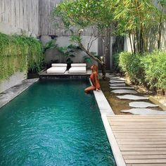 """best small pool ideas that will make your backyard look beautiful 52 > Fieltro.Net""""> 56 Best Small Pool Ideas That Will Make Your Backyard Look Beautiful Small Swimming Pools, Small Pools, Swimming Pools Backyard, Swimming Pool Designs, Garden Pool, Pool Landscaping, Indoor Pools, Lap Pools, Indoor Swimming"""