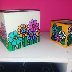 Painted Clay Pots, Painted Flower Pots, Pottery Painting Designs, Paint Designs, Flower Pot Design, Flower Designs, Ceramic Painting, Diy Painting, Funky Decor