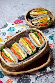 오니기라즈 만들기 김밥보다 쉬운 밥샌드위치 도시락 : 네이버 블로그 Easy Japanese Recipes, Japanese Food, Sushi Dishes, Omurice, K Food, Korean Food, Fresh Rolls, Bento, Kids Meals