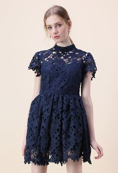 Now+this+is+something+to+smile+about!+Go+the+simplistic+route+with+your+floral+obsession+in+this+navy+crochet+design.    -+Full+floral+crochet  -+Multi-layers
