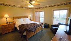 Mountain Suite - Queen, Large Private Bath, Flat Screen TV, Mountain Views