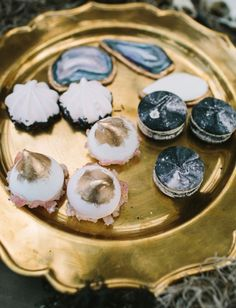 18 Ways to Incorporate Agate + Geode into Your Wedding via Brit + Co