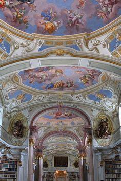 Bibliothèque du monastère baroque d'Admont (Styrie, Autriche) Road Trip, Baroque, Fair Grounds, Places, Travel, In The Rain, Austria, Viajes, Road Trips