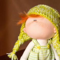 Всё начиналось с шапки и вот такой персонаж появился у меня #doll #doll_in_home #homedecor #handmade #handmadedoll #textiledoll #fabricdoll #interiordoll #кукла #кукларучнойработы #текстильнаякукла #куклаизткани #ручнаяработа #интерьернаякукла