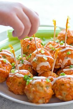 30 Minute Buffalo Chicken Meatballs If you love buffalo wings, you're going to love these easy and mess-free buffalo chicken meatballs. They're a whole lot healthier than the traditional appetizer! Appetizers For Party, Appetizer Recipes, Chicken Appetizers, Appetizer Ideas, Meatball Appetizers, Party Dips, Dinner Recipes, Buffalo Chicken Meatballs, Healthy Chicken Meatballs