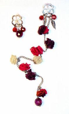 Aros Katarina, base hipoalergénica, cristales facetados tchecos y flores chicas en voile, raso, organza y seda cristal...