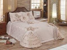 Yatak örtüsü modelleri her zaman için ilgi görmektedir. Özellikle gelinlik yatak örtüsü modelleri en sık tercih edilenler arasındadır. Ucuz yatak örtüsü modelleri için Evidea.com'a bakabilirsiniz.  http://evtekstilihaberleri.blogspot.com.tr/2015/01/yatak-ortusu-modelleri-ile-yatak-odan.html
