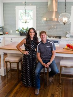 chip and joanna gaines farmhouse Fixer Upper: Season-Three Sneak Peek Gallery Kitchen Redo, Kitchen Tiles, Kitchen Remodel, Kitchen Design, Estilo Joanna Gaines, Chip Und Joanna Gaines, Chip Gaines, Gaines Fixer Upper, Fixer Upper Joanna