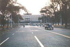 Đại Lộ Thống Nhất dẫn đến Dinh Độc Lập,  thời kỳ Việt Nam Cộng Hòa còn được gọi là Dinh Tổng Thống! Đại Lộ Thống Nhất bị thay đổi tên sau năm 1975...