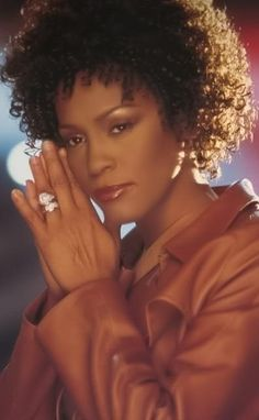 Whitney Houston pictures and photos Beverly Hills, Whitney Houston Pictures, I Look To You, Divas, Black Actors, Bobby Brown, Female Singers, Timeless Beauty, American Singers