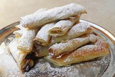 Flutes with jam Greek Sweets, Sweet Corner, Greek Recipes, Hot Dog Buns, French Toast, Deserts, Bread, Cookies, Breakfast