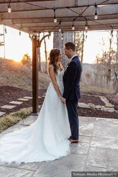 Winter wedding couple photography, romantic picture ideas