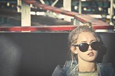 Cuando todo te sale bien  puedes ver , oír,correr,sentir,nuca te preguntas cómo serían las cosas si algo te faltara.                    Nunca pensé que podía extrañar tanto,cuando crees que nada puede cambiar,cuando menos te lo esperas,pasa algo que lo cambia todo.Lo pero es que al final todo vuelve a ser como siempre ha sido.                                                             Te odio.