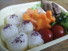 For my son. ゆかりおにぎり、肉豆腐、小松菜のふりかけ和え、人参グラッセ、プチトマト