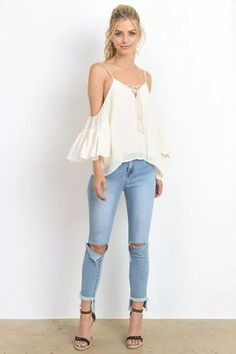 34 The Best Ideas To Wear Ripped Jeans Outfit For Summer Maxi Outfits, Jean Outfits, Chic Outfits, Summer Fashion For Teens, Summer Fashion Outfits, Summer Outfits Women, Outfit Jeans, Foto Pose, Ideias Fashion