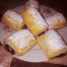 Lekváros hamis hájas, **Katt a képre, ha érdekel a receptje is** Hungarian Recipes, Vegan Sweets, Dessert Recipes, Desserts, Winter Food, Bakery, Food And Drink, Cheese, Snacks