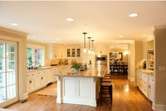 Oh my goodness, this is a gorgeous kitchen!