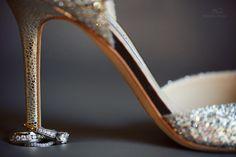 love this idea for a ring + shoe pic! bobbiandmike.com/blog