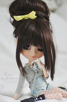 This is Ashlee, she is twins (not identical) with Alesha, they have a younger sister named Blythe. Her best friend is named Fern.asia for Pullip dolls and more! Blythe Dolls, Barbie Dolls, Cute Baby Dolls, Kawaii Doll, Valley Of The Dolls, Realistic Dolls, Smart Doll, Creepy Dolls, Doll Repaint