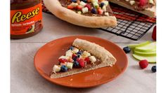Pizza and dessert? How about dessert-pizza. Find out how to make REESE Spreads Peanut butter Chocolate Apple Pizza Recipe at Hershey's Kitchen. Chocolate Apples, Chocolate Cookie Recipes, Semi Sweet Chocolate Chips, Chocolate Peanut Butter, Apple Pizza, Easy Fruit Pizza, Kitchen Recipes, Pizza Recipes, Hot Dog Buns