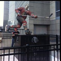 Bobby Hull statue outside of United Center