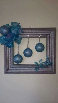 Last Minute DIY Christmas Decorations on a Budget – Picture Frame Wreaths - Claudia C. - Last Minute DIY Christmas Decorations on a Budget – Picture Frame Wreaths Last Minute DIY Christmas Decorations on a Budget – Picture Frame Wreaths Picture Frame Wreath, Christmas Picture Frames, Picture Frame Crafts, Door Picture, Homemade Christmas, Simple Christmas, Christmas Holidays, Christmas Wreaths, Christmas Ornaments