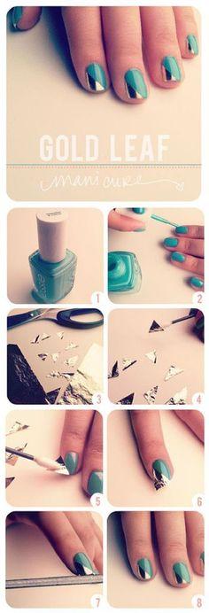 ①〜②お好みのカラーマニキュアを用意し、爪全体に塗っていきます。 ③金の色紙またはアルミ箔などを用意し、爪の大きさに合わせて三角形にカットします。 ④カットした色紙にネイル用グルー、またはトップコートを塗ります。 ⑤〜⑥空気が入らないように爪に貼り付けます。 ⑦爪やすりで余分な部分をカットしていきます。 ⑧トップコートを塗って完成!