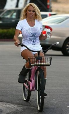 Pamela Anderson casually rides with her coffee. Rick Salomon 3625a73d97286