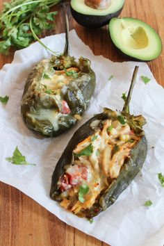 Chicken and Corn Stuffed Poblano PeppersDelish Mexican Dishes, Mexican Food Recipes, Dinner Recipes, Dinner Ideas, Chile Picante, Cooking Recipes, Healthy Recipes, Easy Recipes, Healthy Dinners