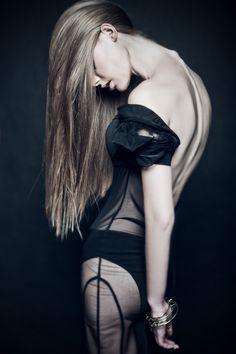 Kaja by Aleksandra Zaborowska Damn, her spine bones are so obvious. Beautiful ...