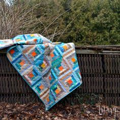 How to make a Christmas Log Cabin patchwork quilt using the magic Trim Tool ruler Hand Quilting, Machine Quilting, Log Cabin Patchwork, Gees Bend Quilts, Christmas Log, Five Pointed Star, Reverse Applique, Scrap Material, Textiles