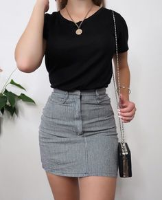 Look 1 or Love this combo of a skirt and basic top, simple and quick outfits are always a fav 💖 Mode Outfits, Skirt Outfits, Trendy Outfits, Fashion Outfits, Fashion Clothes, Fashion Ideas, Fashion Tips, Look Fashion, Korean Fashion