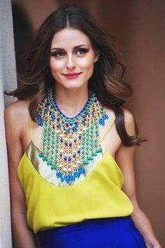 Stijl icoon Olivia Palermo weet hoe ze een Statement Ketting moet combineren met haar outfit.