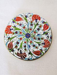 Lale Motif Desenli Kutulu Doğal Sabun Alternatif desenlerle birlikte metal kutu içerisinde sunulan doğal sabunlar hem hediyelik olarak kullanılabilir
