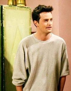 Young Matthew Perry (Chandler Bing from Friends) Friends Tv Show, Friends 1994, Friends Cast, Friends Moments, Friends Forever, Joey Friends, Friends Series, Ross Geller, Joey Tribbiani